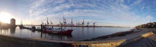 Panoramaansicht des Hafens in Altona Hamburg